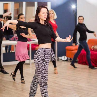 Šokių pamokos su profesionalia šokėja